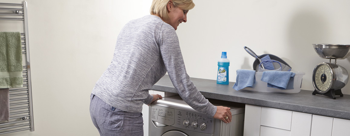 Moving a washing machine with the aid of MagiGLIDE.